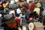 Elektroschrott - Ansammlung von kaputten Geräten